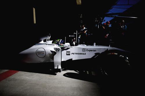Felipe Massa sale a pista para tratar de marcar un tiempo