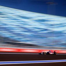 Jean Eric Vergne rueda en el circuito urbano de Sochi