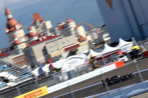 Adrian Sutil rueda en el trazado urbano de Sochi