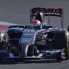 Adrian Sutil comete un error en su última vuelta