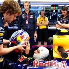 Ricciardo preparado para saltar a pista