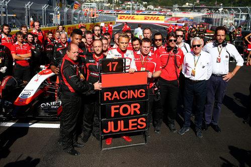 Emotiva muestra de apoyo del equipo Marussia a Jules Bianchi