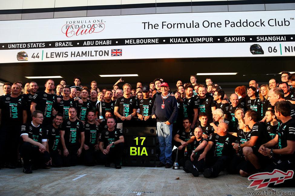 El equipo Mercedes muestra su apoyo a Jules Bianchi