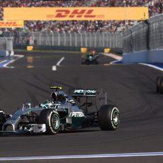 Nico Rosberg aguanta 51 vueltas con los mismos neumáticos
