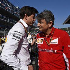 Marco Matiacci y Toto Wolff en el paddock del GP de Rusia