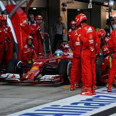 Fernando Alonso ha tenido un problema en la parada en boxes