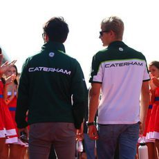 Kamui Kobayashi y Marcus Ericsson antes de la carrera