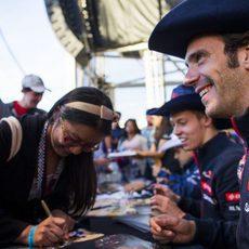 Los aficionados tejanos arroparon a los pilotos de Toro Rosso