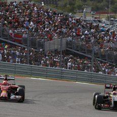 Pastor Maldonado adelantando a Kimi Räikkönen en Austin