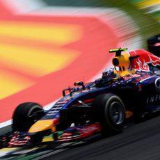 Daniel Ricciardo con el compuesto medio en Interlagos