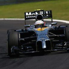 Kevin Magnussen se vio frenado por los Pirelli