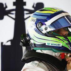 Felipe Massa se pone el casco