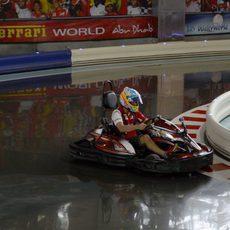 Fernando Alonso tomó parte en una carrera de kart en Abu Dabi