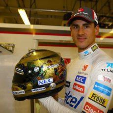 Adrian Sutil con su casco especial para este Gran Premio