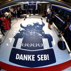 Garaje de Sebastian Vettel con mensaje especial