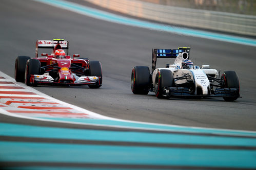 Valtteri Bottas manteniendo a raya a Kimi Raikkonen