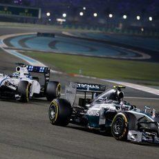 Felipe Massa acercándose peligrosamente a Nico Rosberg