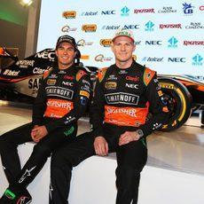 Los chicos de Force India, en la presentación del VJM08
