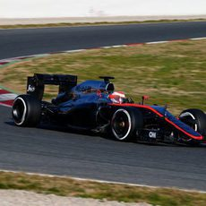 Jenson Button explora los límites del MP4-30 en Montmeló