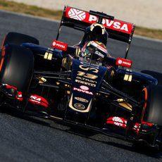 Pastor Maldonado rueda con el E22 con neumáticos duros