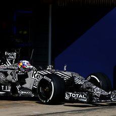 Daniel Ricciardo saliendo del garaje