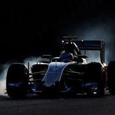 Marcus Ericsson pasándose de frenada