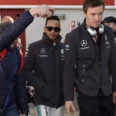 Lewis Hamilton en el paddock del Circuit de Catalunya