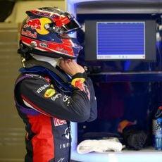 Daniil Kvyat preparándose para subirse al RB11