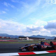 Max Verstappen sigue acumulando experiencia a los mandos de su STR10