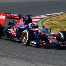 Max Verstappen afronta una nueva curva del trazado de Montmeló