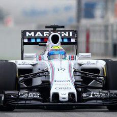 Felipe Massa rueda con los neumáticos blandos en su FW37