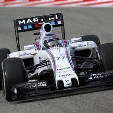 Valtteri Bottas rueda con su nuevo monoplaza