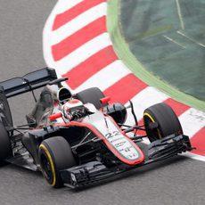 Jenson Button sufre muchos problemas en la tercera jornada de pruebas