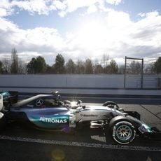 Mercedes ha tenido una primera complicada sesión