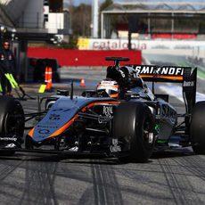 Nico Hülkenberg regresa al garaje tras completar 77 vueltas