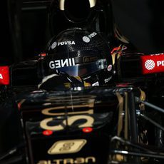 Romain Grosjean saliendo de su garaje