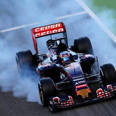 Carlos Sainz se pasa de frenada
