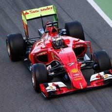 Kimi Räikkönen sale con parafina en el SF15-T