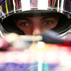 Max Verstappen concentrado