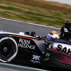 Sergio Pérez completa 130 vueltas con el VJM08