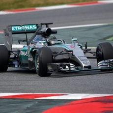 Nico Rosberg afronta una de las curvas del Circuit de Barcelona-Catalunya
