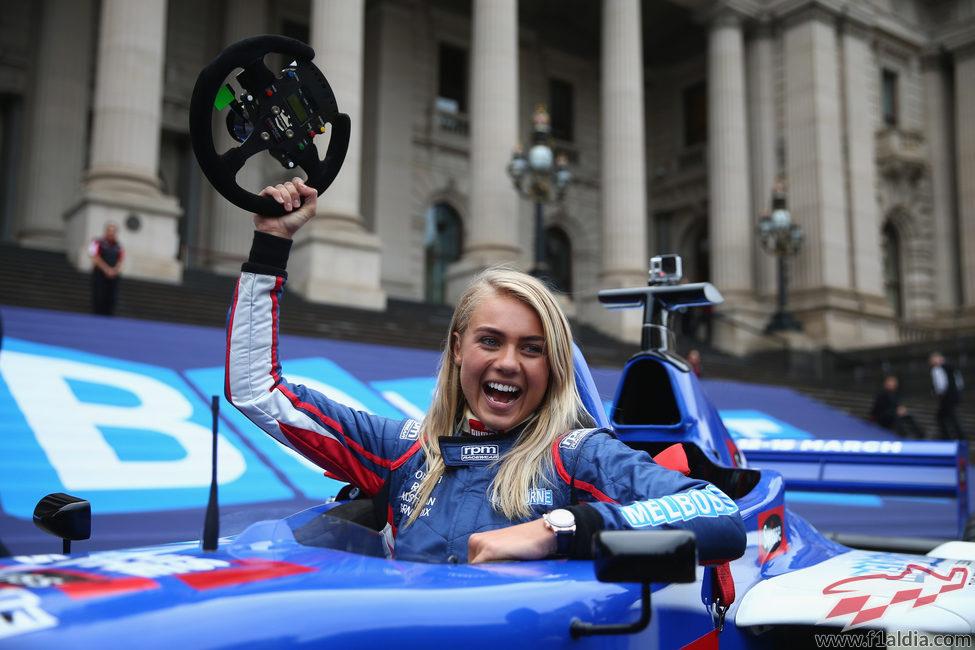 Elyse Knowles al volante en Melbourne