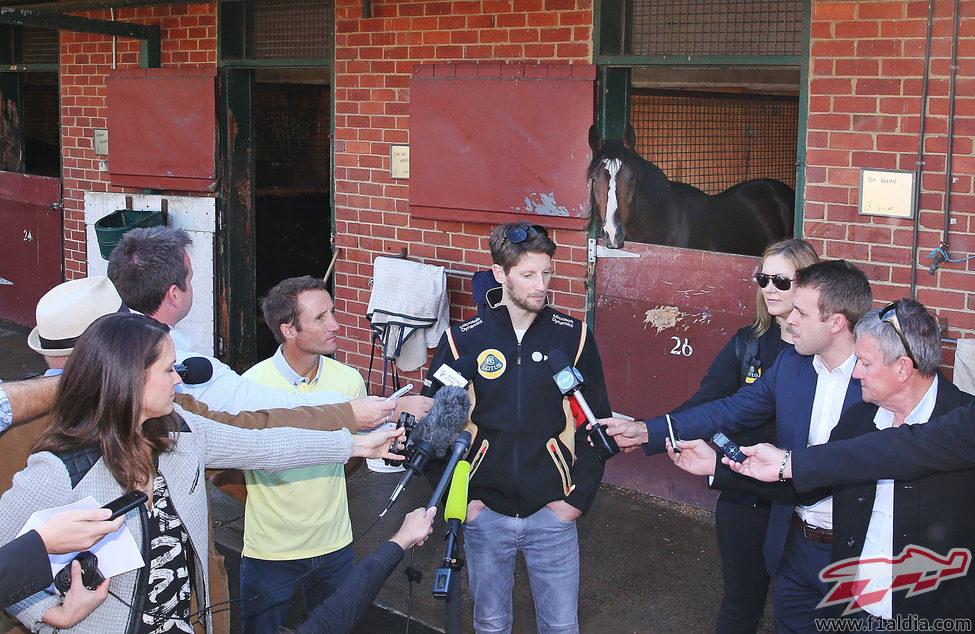 Un actor invitado en la entrevista con Romain Grosjean