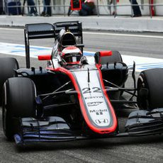 Jenson Button entrando al box de McLaren-Honda