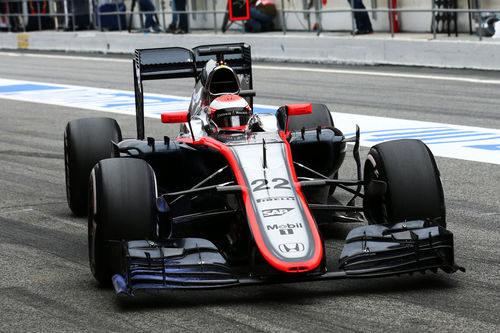 Jenson Button entrando al box de McLaren-Honda