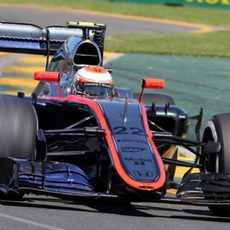 Jenson Button intenta extraer el potencial del MP4-30 en Melbourne