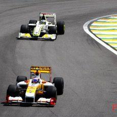 Grosjean por delante de Button