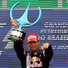 Webber con el trofeo
