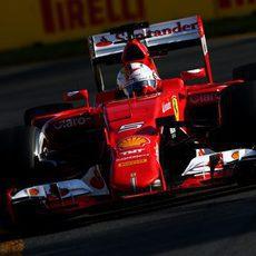 Sebastian Vettel acabó el día por detrás de los Mercedes