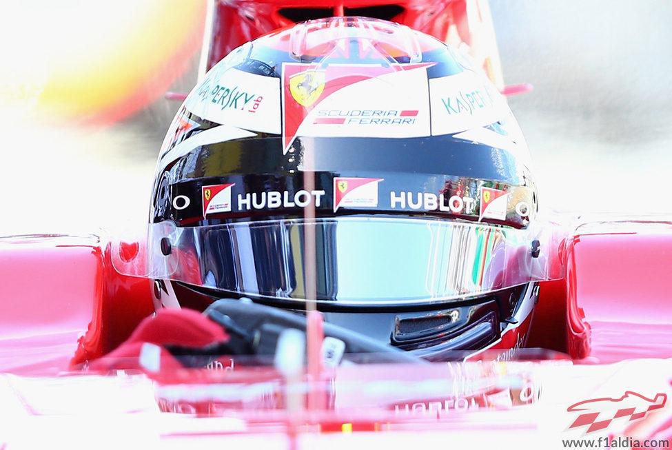 Kimi Räikkönen pilota el SF15-T en los Libres 1